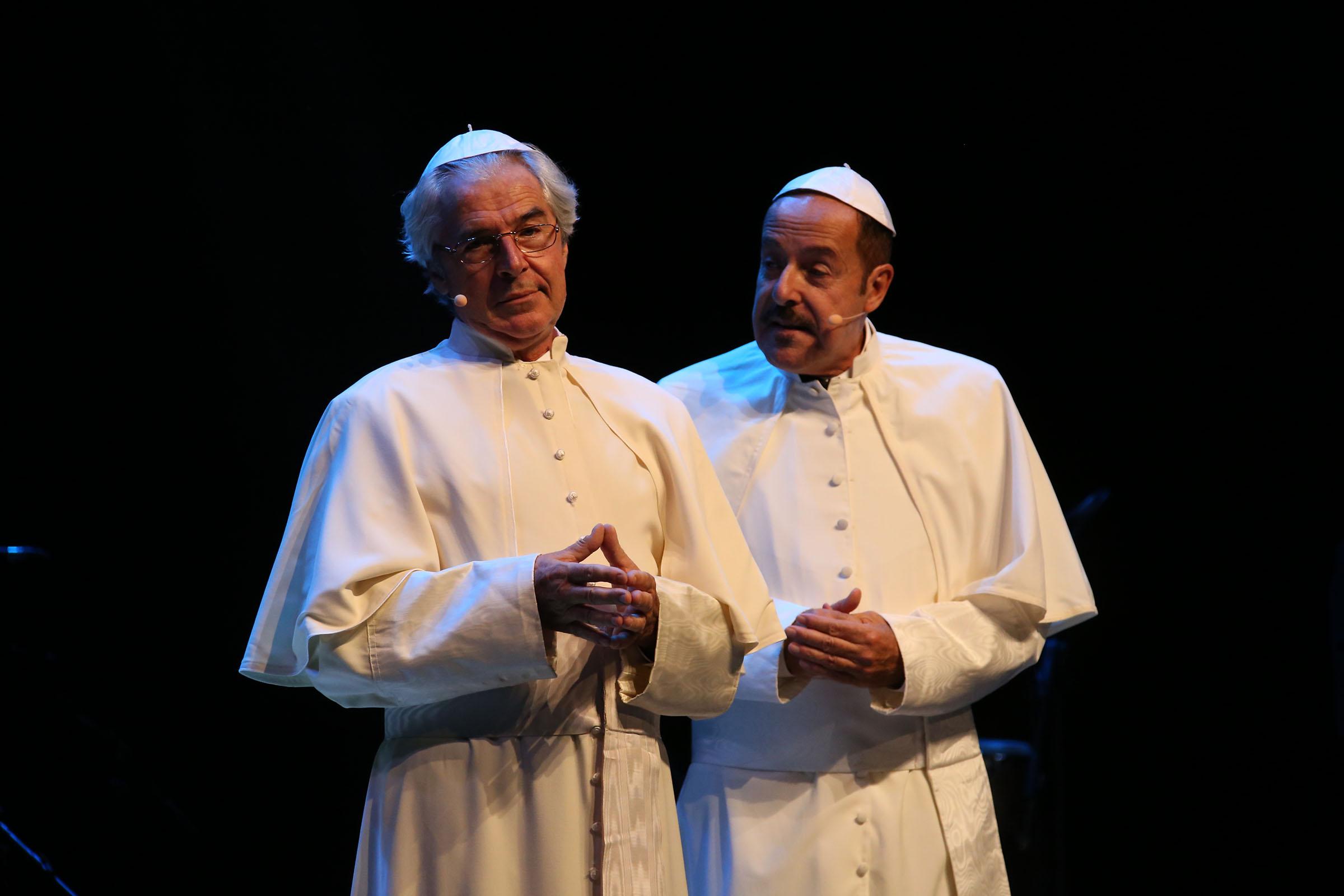 Massimo Lopez e Tullio Solenghi in papa bergoglio e ratzinger